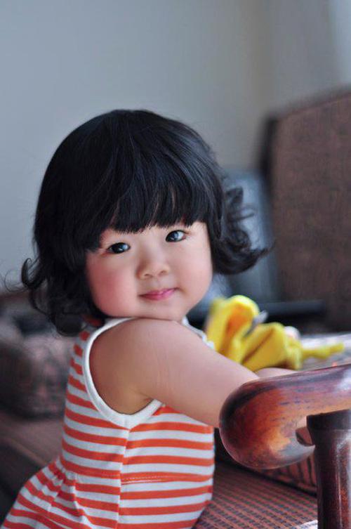 Bé tên là To Ka He Ivy, sinh ngày 11/5/2010. Sở thích của bé là chơi đồ chơi của con trai. Lúc ngủ thì không thể thiếu con Bumba và mút ngón tay.
