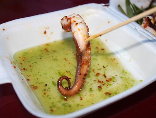 Chính cái vị hơi chua và cay xé lưỡi làm tăng thêm hương vị cho món ăn.