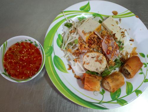 Bánh ướt là món ăn bình dị, dân dã của người miền Trung.