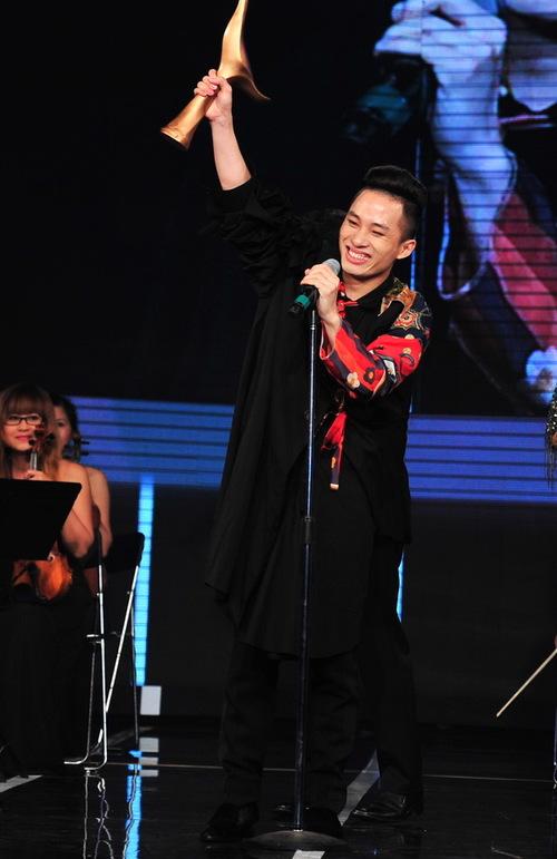 Tùng Dương hạnh phúc khi lần thứ năm đoạt giải Cống hiến.