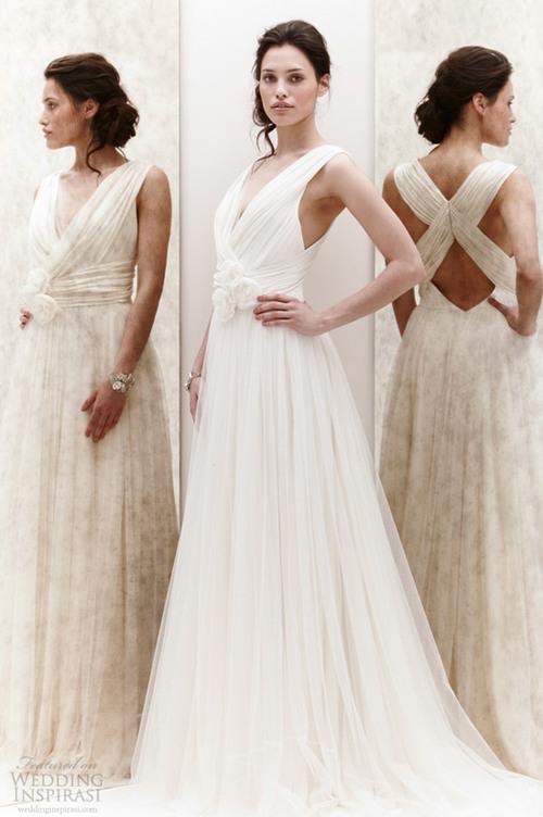 Giá may váy dạ hội thường rẻ hơn váy cưới.