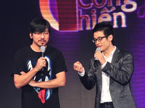 Hà Anh Tuấn gây bất ngờ khi 'tung hứng' duyên dáng và ăn ý với 'giáo sư Xoay'.