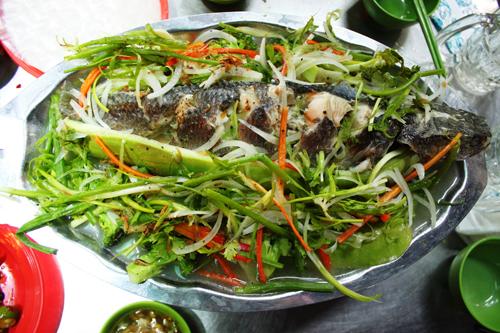 Cá lóc hấp bầu là món ăn chơi đậm chất Nam bộ.