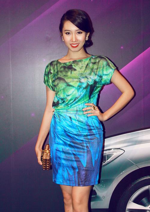Buổi tiệc còn có sự tham gia của người đẹp Hoa hậu Việt Nam 2010 Lê Huỳnh Thúy Ngân.