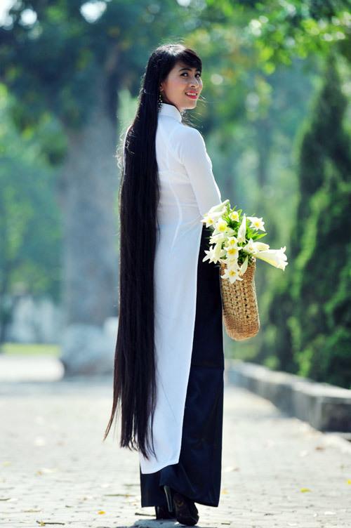 Cô gái Ninh Bình còn có năng khiếu hát, múa, làm MC và tài nữ công gia chánh.