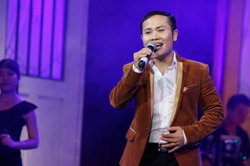Ngọc Ký, giải nhì Sao Mai 2009 dòng Dân gian dù không thu hút về ngoại hình nhưng giọng hát cao, êm ái lại làm hài lòng người nghe.