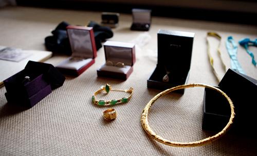 Chọn nhẫn cưới đồng bộ với trang sức