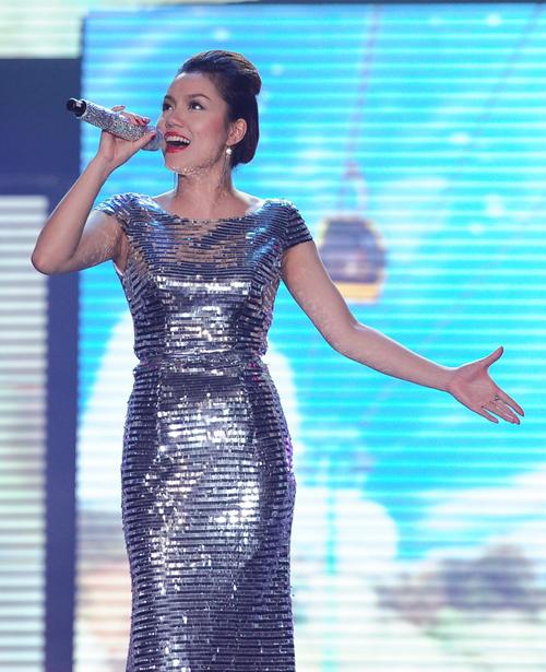 """Ngọc Anh chon ca khúc về thành phố biển miền Trung """"Tình yêu Đà Nẵng"""" để gửi tới khán giả."""