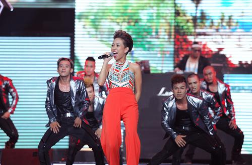 """Thảo Trang lựa chọn """"Feel the life"""" của nhạc sĩ Dương Khắc Linh với tiết tấu sôi động. Sắp tới, cô sẽ theo đuổi dòng nhạc Pop dance và chuẩn bị cho ra mắt album tiếng Anh."""