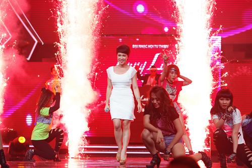 """Uyên Linh với ca khúc quen thuộc """"Take me to the river"""" từng gây ấn tượng với khán giả trong chung kết Vietnam Idol."""