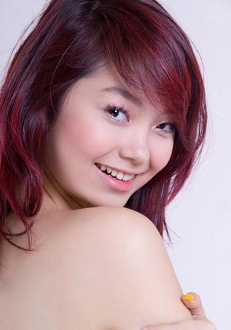 Các ngôi sao trẻ như Minh Hằng cũng chuộng kiểu tô son này với gam màu hồng để làm nổi bật vẻ đẹp dịu dàng, trong sáng.