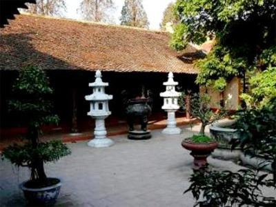 Một bộ phận người Chăm đi từ phía Nam ra đã dựng một ngôi chùa.