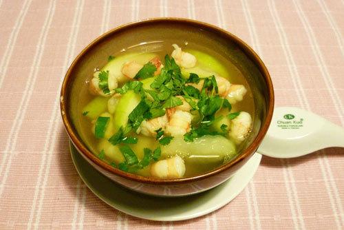 Món ăn dễ làm lại thơm ngon với vị ngọt của tôm, nước dùng, vị thanh mát của bí.