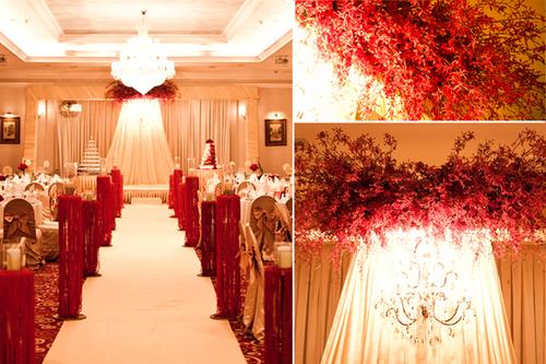 Màu vàng đồng của sảnh tiệc kết hợp cùng màu đỏ rực của hoa tươi và các chi tiết trang trí làm không gian buổi tiệc thật sang trọng, lộng lẫy.