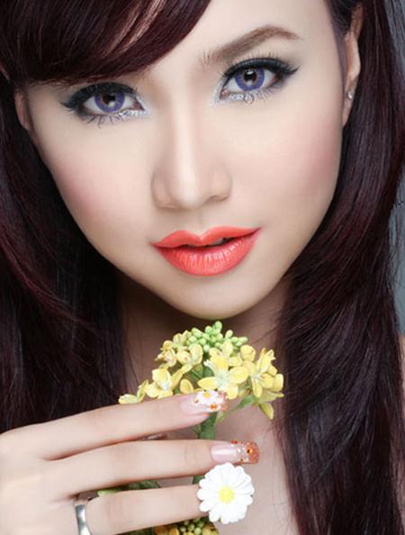 Son màu cam đậm như của Đinh Ngọc Diệp phù hợp với bạn gái năng động