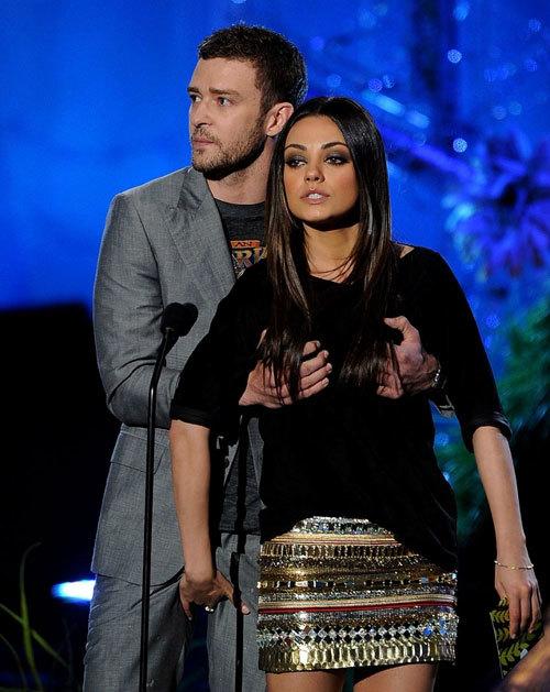 Màn sàm sỡ nhau của Justin Timberlake và Mila Kunis được coi là trò sốc nhất tại lễ trao giải MTV Movie Award.