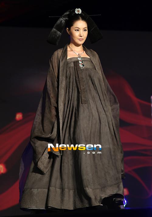 ... Park Ji Yeong...