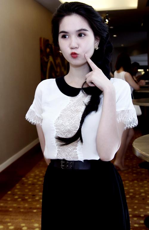 Hoa hậu Việt Nam Hoàn cầu nhí nhảnh trước ống kính.