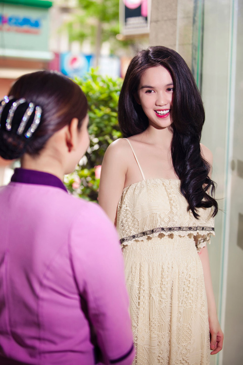 Lần này, Ngọc Trinh chỉ đi Spa một mình và không đi cùng cô bạn thân Quỳnh Thư.
