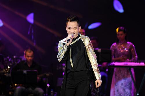 """Tùng Dương là ca sĩ cuối cùng bước ra sân khấu nhưng ca khúc """""""