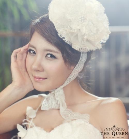Người đẹp Playboy xứ Hàn cũng chia sẻ một vài hình ảnh đẹp trong album cưới. Mới chỉ quen nhau được hơn một năm nhưng cặp đôi quyết định đi tới hôn nhân vì cảm thấy nhiều tương đồng trong tính cách và quan niệm sống.