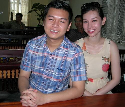 MC Quỳnh Chi hạnh phúc bên chồng. Ảnh: Duy Khang