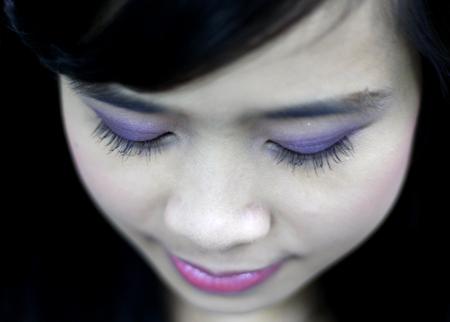 Phấn mắt màu tím làm tôn vẻ đẹp dịu dàng, nữ tính cho bạn gái