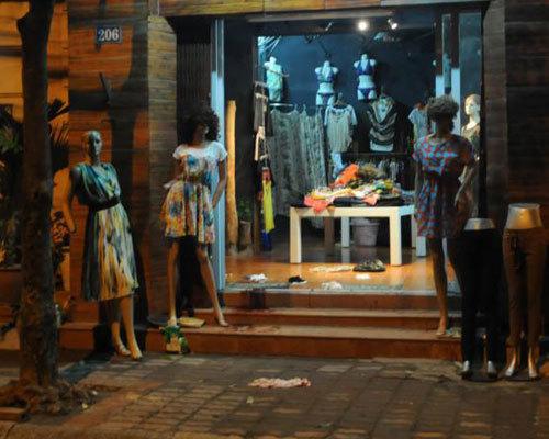 Cửa hàng thời trang, nơi anh Ái trốn