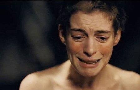 Anne đau khổ khi cắt tóc.