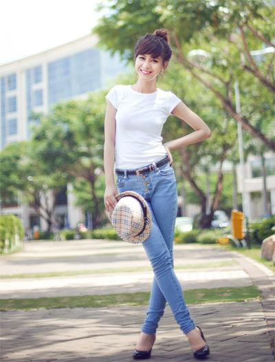 Nguyễn Huyền Thi sinh năm 1992, cao 1m66, nặng 45 kg, số đo ba vòng 83-60-79. Huyền Thi chia sẻ: 'Sở thích của mình là đọc sách, đam mê thời trang và chụp ảnh. Mình mong sẽ được giao lưu và học hỏi từ các bạn có chung sở thích và đang tham gia cuộc thi này.'