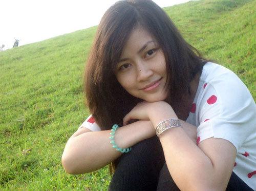 Hà Thanh Hương sinh năm 1988, cao 1m60, nặng 48 kg, số đo ba vòng 83-65-88.