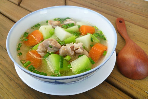 Su su non, nấu cùng với thịt gà và cà rốt cho bạn một món canh ngon ngọt và đẹp mắt.