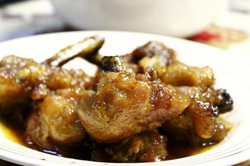 Trời mát, món thịt gà rô ti ăn kèm với cơm hoặc xôi trắng rất ngon.