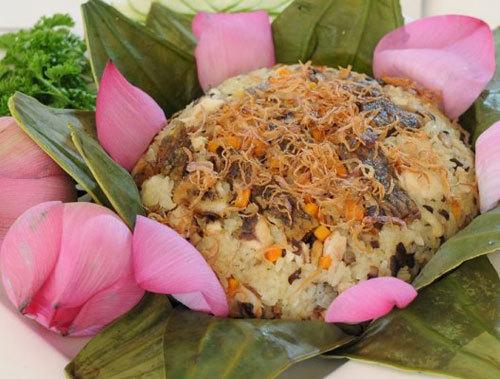 Thịt cá rô trắng, béo, đậm đà vị ngọt, hòa quyện trong mùi thơm của nếp, của lá sen làm cho món ăn thêm hấp dẫn và khó có thể chối từ.