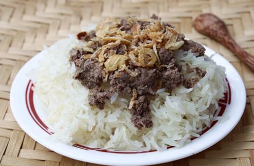 Vị bùi bùi của patê, ăn kèm với xôi dẻo, thêm hành phi là món ăn sáng rất ngon.
