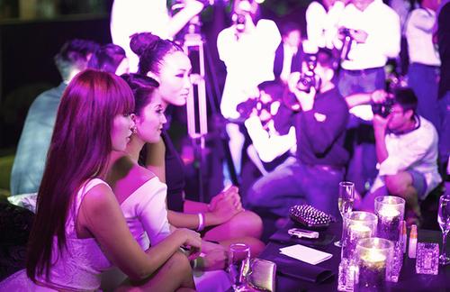 Cùng nhau tham gia một sự kiện lớn ở Thượng Hải, Hà Anh, Khánh Thi, Huyền Trang