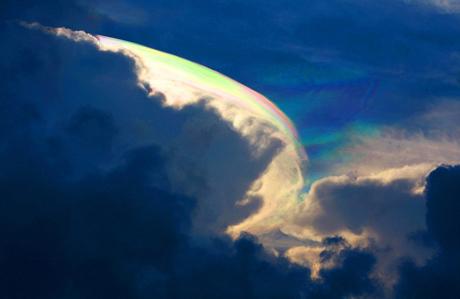 Đám mây nhiều màu xuất hiện ở tỉnh Hải Nam, Trung Quốc.