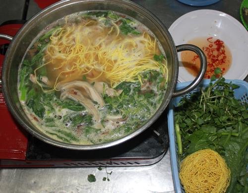 Món ăn chứa nhiều đạm, thích hợp với những ai ưa gia vị.
