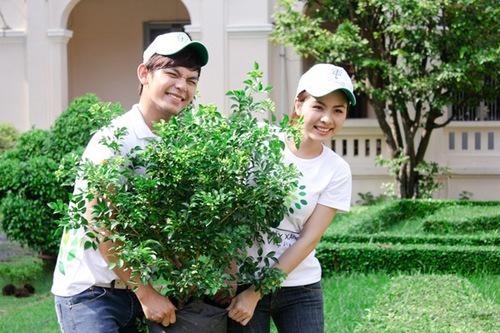 Trong buổi sáng tham gia chương trình, bốn thành viên V.Music và Vân Trang đã trồng hơn 10 cây xanh gồm có Mai chiếu thủy và nguyệt quế để không chỉ trồng cây xanh cho trường Lê Hồng Phong mà còn tăng thêm vẻ mỹ quan.