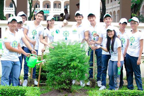 Tuy chỉ trồng có hơn 10 cây, nhưng đó là công sức của tất cả mọi người, rất là mệt nhưng Trang nghĩ đây là một việc làm có ý nghĩa nên càng cảm thấy hào hứng hơn, hy vọng rằng cùng với Vân Trang, V.Music và nhiều nghệ sĩ khác, tất cả mọi người làm cho môi trường sống của mình xanh, sạch và Việt Nam xanh tươi hơn.