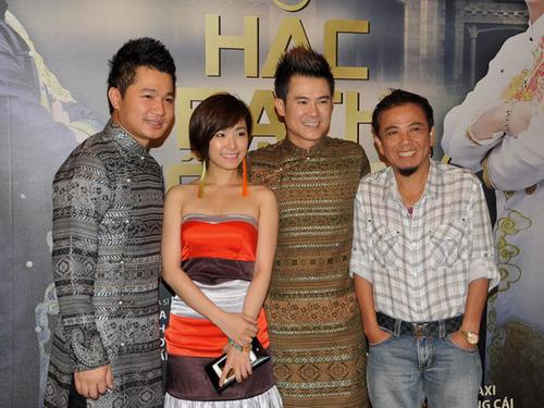 Buổi họp báo của Lâm Vũ và Vân Quang Long có sự tham gia của nhiều nghệ sĩ. Trong ảnh là hai khách mời: ca sĩ Lương Bích Hữu và nghệ sĩ hài Hồng Tơ.