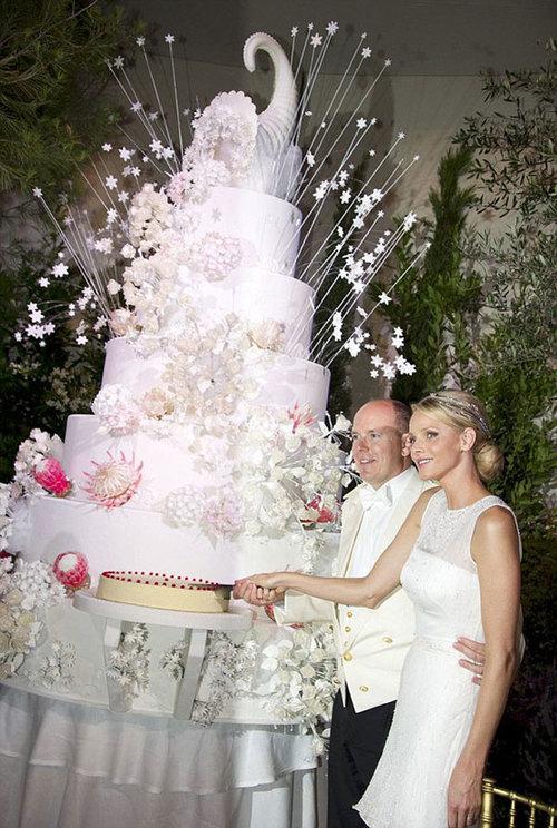 Chiếc bánh cưới khổng lồ