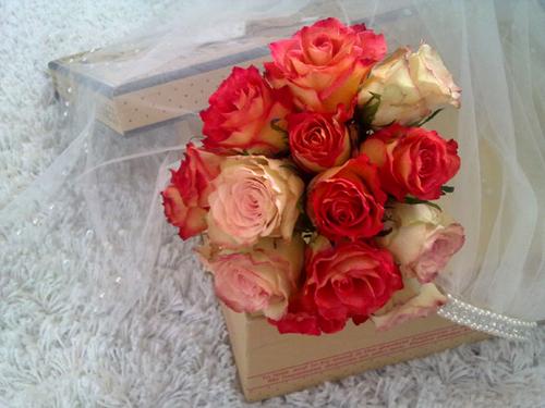 Chỉ trong vòng 15 - 30 phút, các cô dâu đã tự làm được một bó hoa xinh xắn.