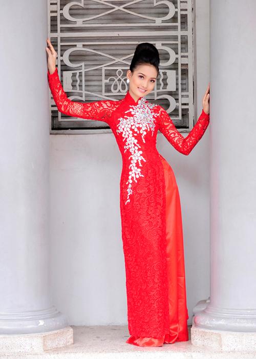 Áo dài cưới đa số có màu nóng như đỏ, vàng...