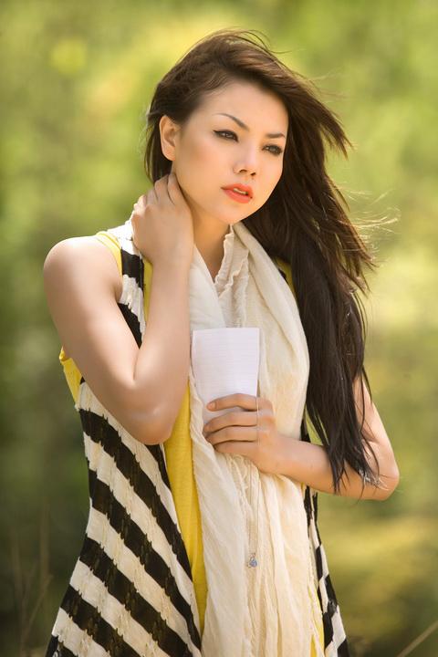 Chân dài Trà Ngọc Hằng sẽ thử sức với nhạc sến trong đêm nhạc tri ân nhạc sĩ Vinh Sử.