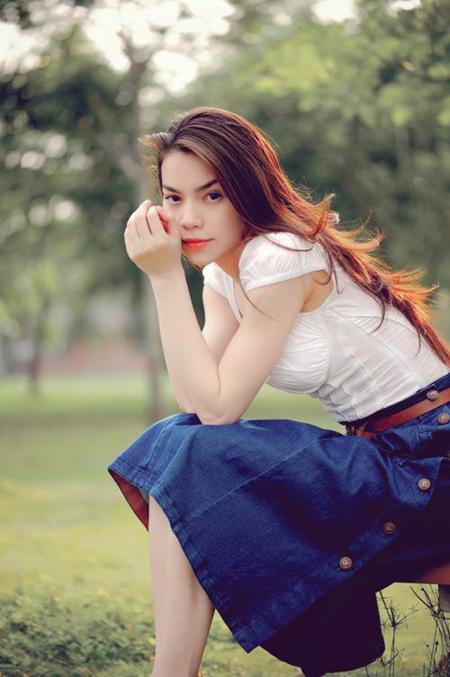 Tô son màu cam nhạt khi diện trang phục cá tính hơn