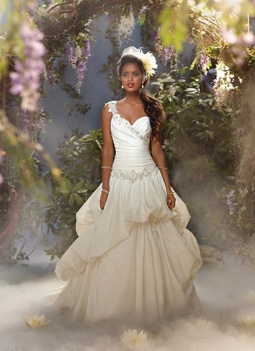 Nàng Tiana trong bộ phim mới phát hành Công chúa và con ếch lại chọn một chiếc váy nhiều tầng.