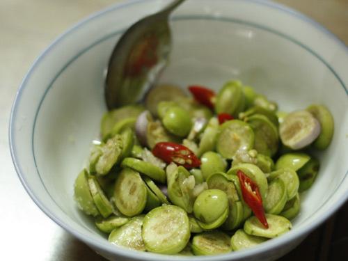 Các món chế biến từ cà pháo được nhiều người Việt Nam yêu thích, giúp ăn cơm ngon hơn nhưng bạn nên thưởng thức lượng vừa phải thôi nhé vì ăn nhiều dễ xót ruột, không tốt cho sức khỏe.