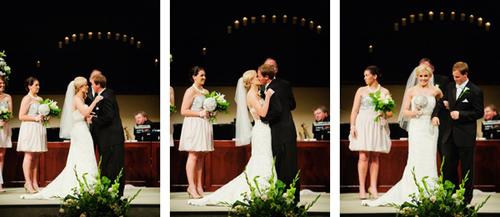 Cuối cùng, đôi uyên ương trao nhau nụ hôn say đắm thể hiện tình cảm bền chặt.
