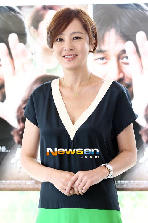 """Lee Seung Yeon tươi tắn trong buổi họp báo ra mắt bộ phim """"Happy Ending"""" tổ chức tại JTBC"""